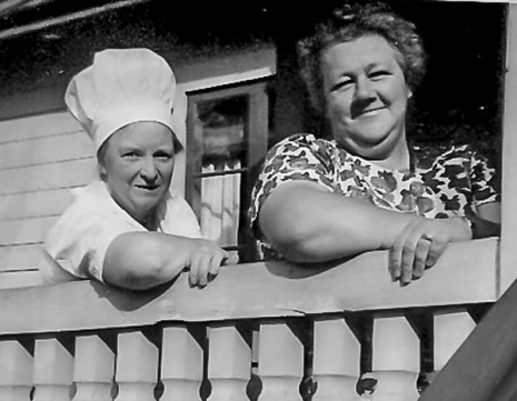 Elina Karlsson och Thyra Pettersson. Foto tillhandahållet av Anna Karlsson